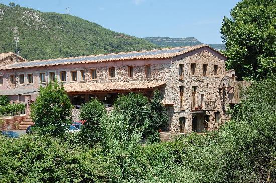 Hotel Moli de la Torre: A view from the bridge nearby