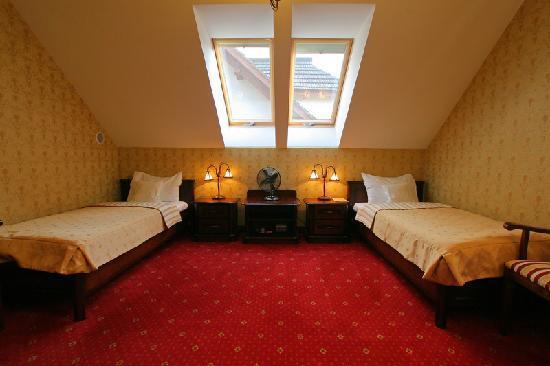 Hotel Sarmata: 2 LUX - two single beds plus sofa