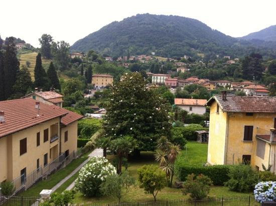 Hotel Fioroni : balcony view, can also see lakes to left and right