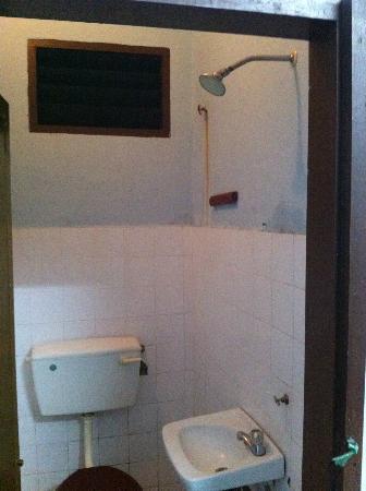 Nan Hotel Kuala Besut: Bathroom