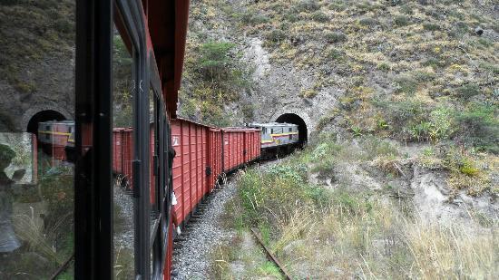 Tren Ecuador: El tren rumbo a uno de los 7 tuneles