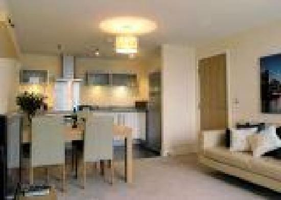 Cotels Serviced Apartments: Lounge/Dining/Kitchen