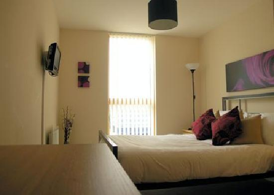Cotels Serviced Apartments: Double bedroom