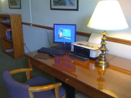 Casco Bay Inn: Customer Computer 1