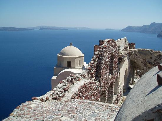 Merovigla Apartments: Oia - cream church and sea