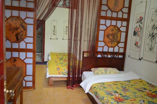Tiananmen Best Year Courtyard Hotel: Grd floor Family Room (3 super single rooms)