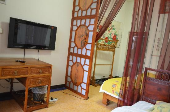 Tiananmen Best Year Courtyard Hotel: Family Room with 3 Super Single beds