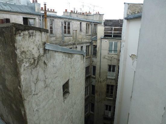 Hotel Antin Saint Georges: Vue depuis la chambre, rien de chamrant !!