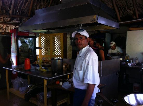 Posada Galapagos: Cocina y cocinero