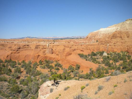 Kodachrome Basin State Park: you can see all the way to Bryce Canyon