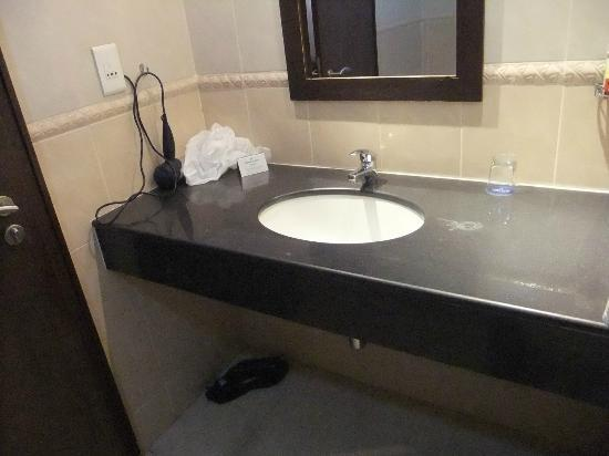 Protea Hotel Abuja: Classic Room Bathroom