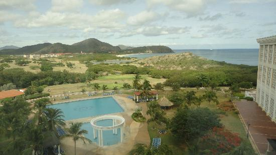 Hesperia Isla Margarita: pool and grounds