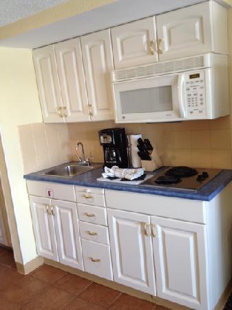 ويندام إن أون لونج وارف: kitchen area 
