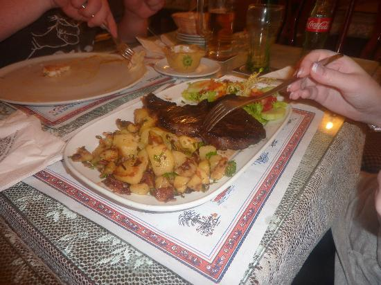 Old Vienna: Steak and saute potatoes. My Fave!!