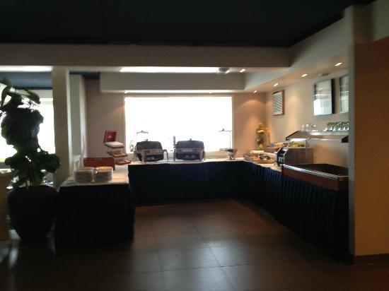 Cape Helius Beach Hotel : colazione