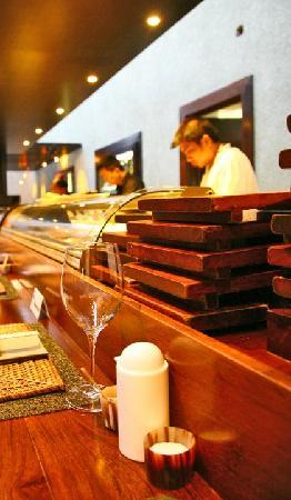 Wasabi Restaurant, Sushi & Dim Sum Bar: Preparing the food