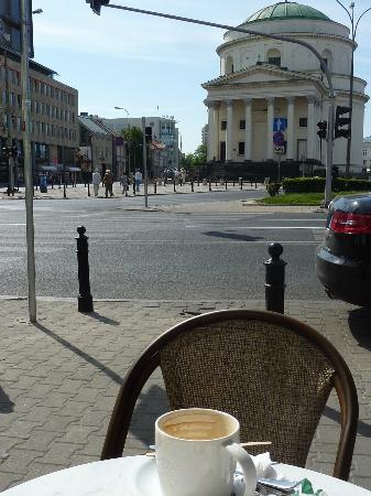 Sheraton Warsaw Hotel: Sheraton Hotel visto da Starbucks