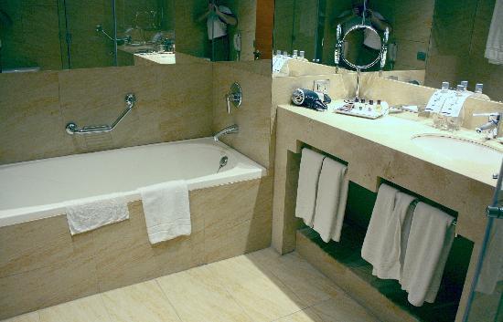 Sheraton Miramar Hotel & Convention Center: Baño