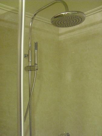 Hotel Sunshine: HUGE rain showers