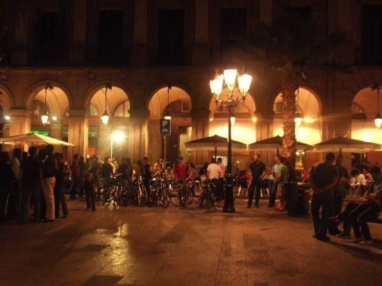 Roma Reial Hotel: Hotel en la plaza