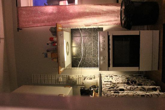 Railway Hostel: interno spazio cucina-ingresso