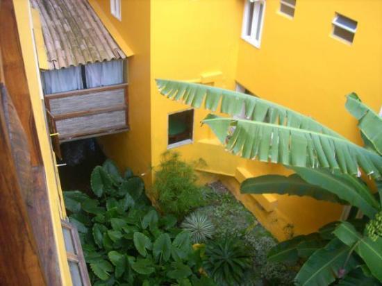 Pousada Perola Do Morro: Vista doi quarto com rio passando embaixo