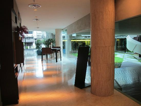 LiT BANGKOK Hotel: Small Lobby