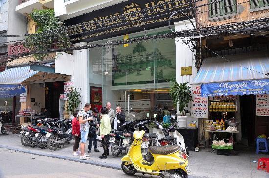 ماي دي فيل أولد كوارتر: Entrée de l'hôtel 