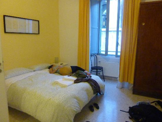 Moshi Moshi B&B: room with termini station on the opposite side
