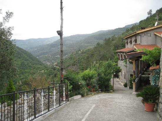 Entry driveway to La Favorita Hotel