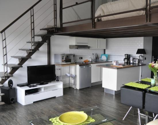 Haut Lofts Toulouse: Kitchen area