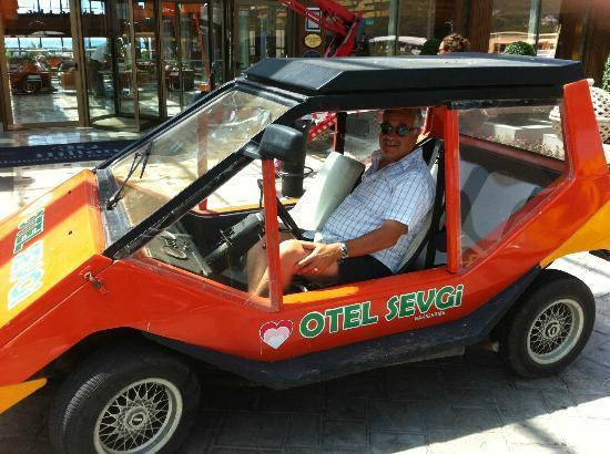 Otel Sevgi: Manager Ibrahim in his Beach Transport!