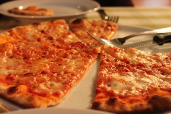 Basilico Pizzeria Soi 20: Thin Crust pizza