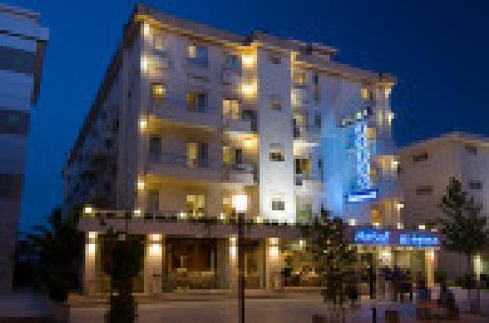 Hotel Regina: FACHADA DO HOTEL