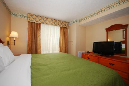 Country Inn & Suites By Carlson Fairborn South: Spacious and comfortable