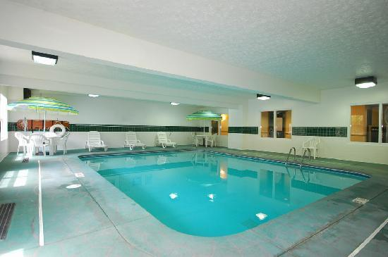 Country Inn & Suites By Carlson Fairborn South: Heated, indoor swimming pool
