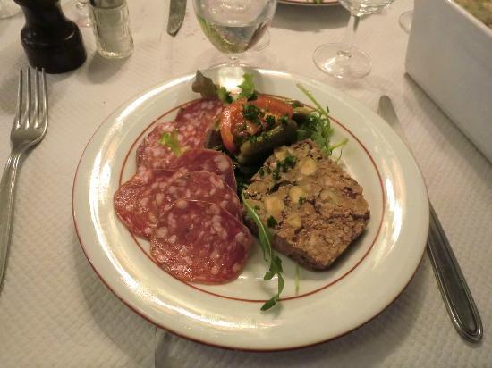 Au Petit Bouchon Chez Georges : My Appetizer - the assiette saucisson