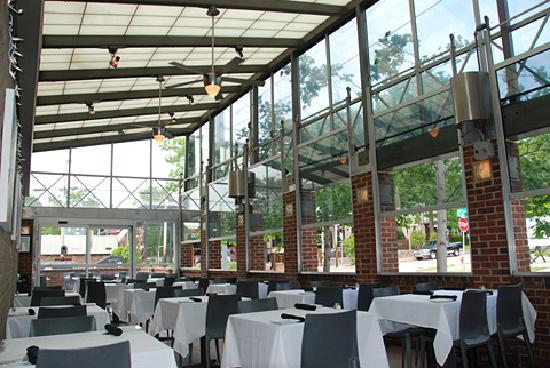Sunset Grill: Sun Dome Patio