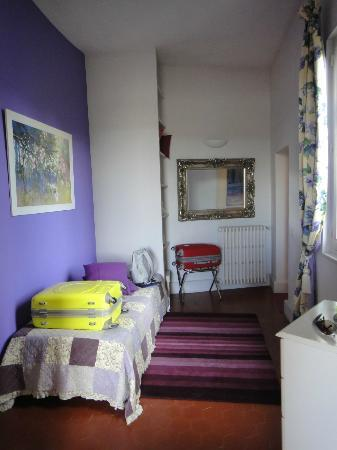 Les Saisons : Printemps room, single bed (used as living room)