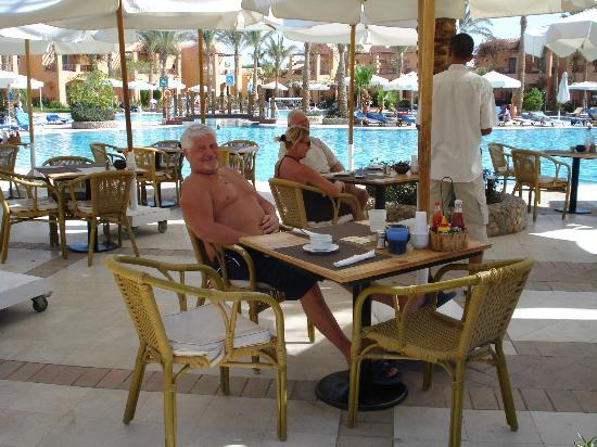 Iberotel Makadi Beach: Restaurant de la piscine