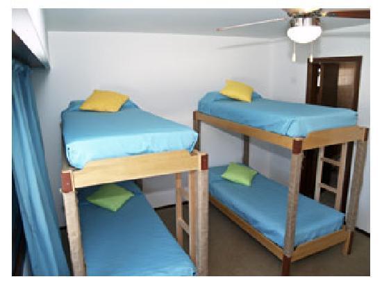 Hostel 828 Bed & Breakfast: Dormitorio con camarotes