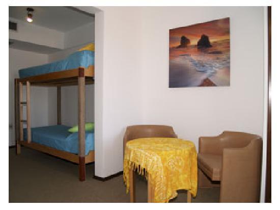 Hostel 828 Bed & Breakfast: Cuarto con camarotes