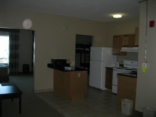 Holiday Inn Toledo/Maumee: Kitchenette of our suite