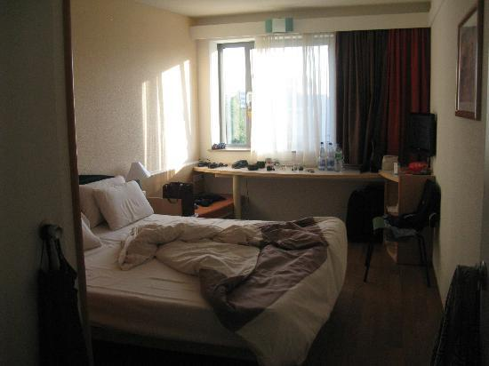 Ibis Berlin Mitte: interno camera