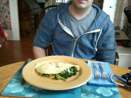Mermaid Inn of Mystic: Gourmet omlette.