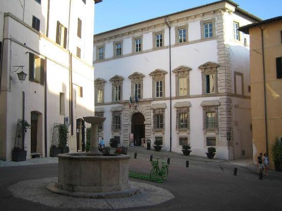 Piazza Fontana : Palazzo Mauri