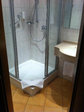 Wartburg Hotel: Dusche mit Seifenspender
