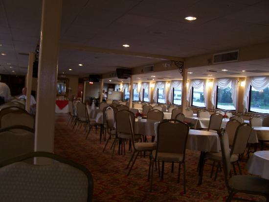Henrietta III: Main deck dining room