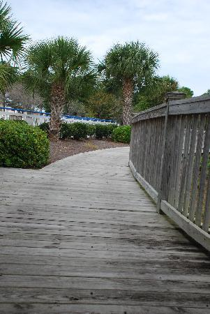 Fairfield Inn Myrtle Beach Broadway at the Beach: Boardwalk by Lake