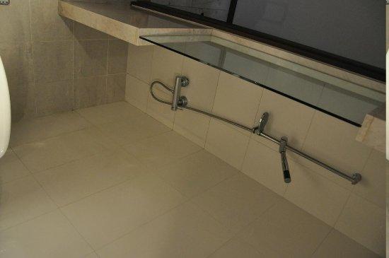 Gyungpo Beach Tourist Hotel: shower